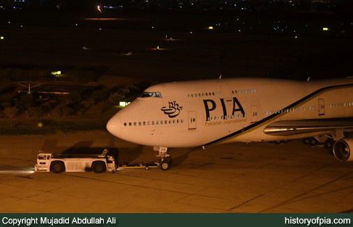 PIA Boeing 747-367