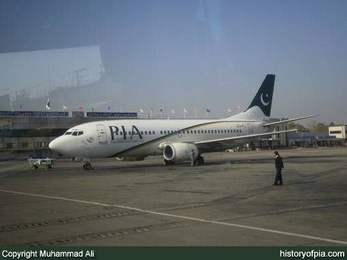 PIA Boeing 737-340